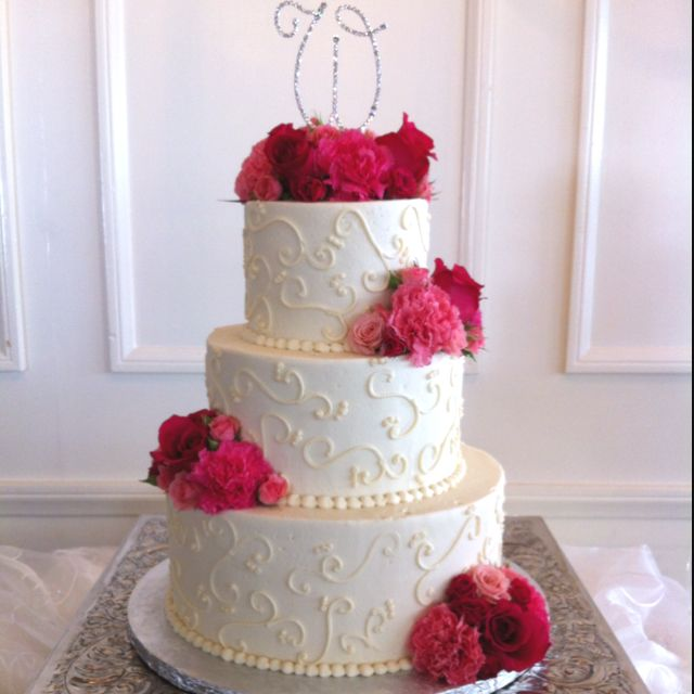 Simple buttercream wedding cake with fresh flowers cakes for Simple wedding cake flowers