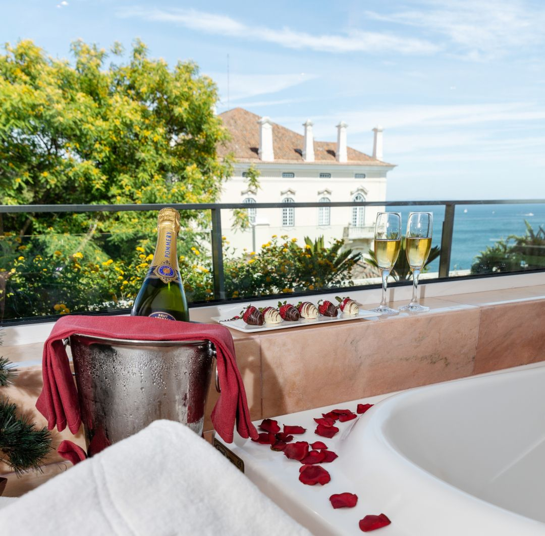 Thinking About The Most Romantic Night Of The Year This Year S St Valentin S Day Will Take Place On A Friday And Romantic Couple Getaways Cascais Hotel