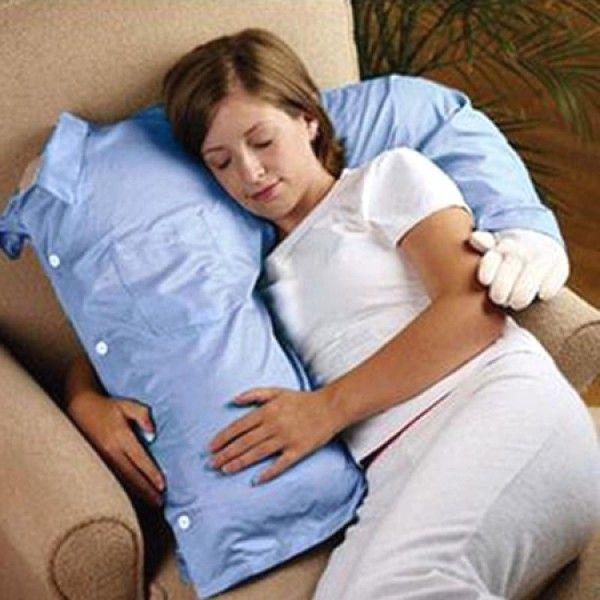 oreiller bras Un coussin à bras pour se sentir moins seul(e)   Tops oreiller bras