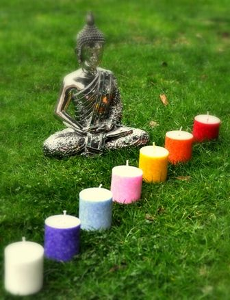 velas creadas para aportar el equilibrio y armonia a nuestros chakras a través de la luz