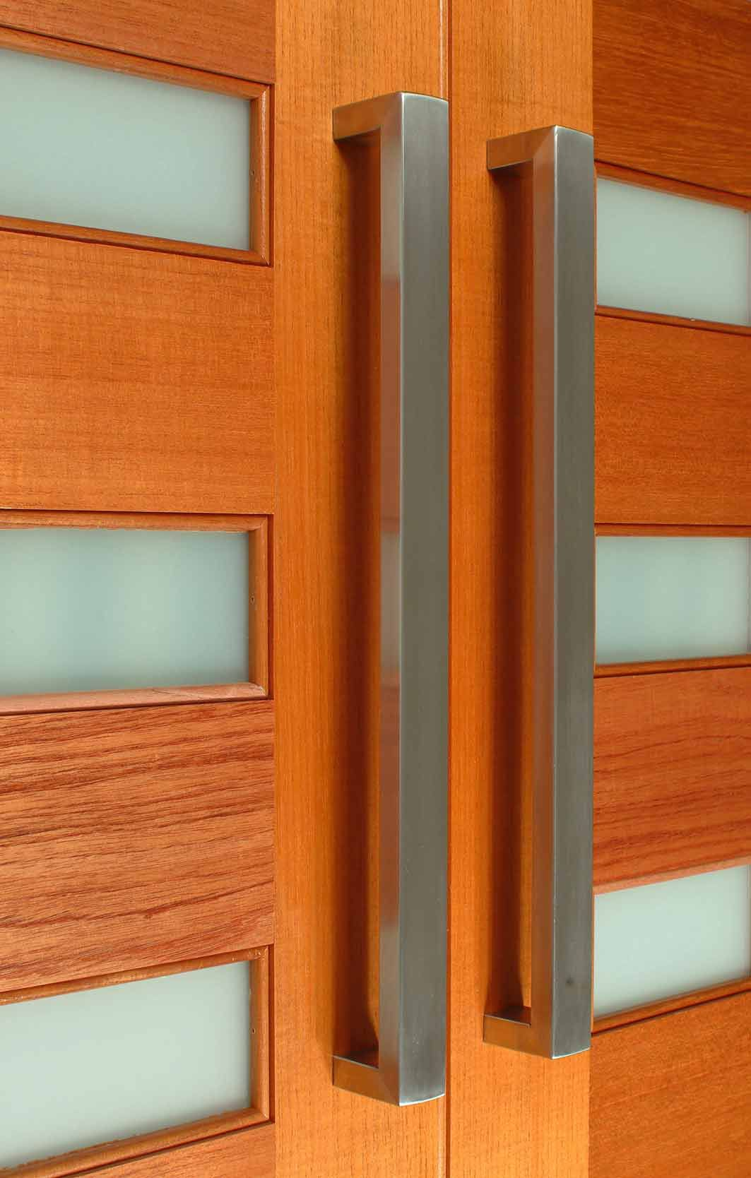 The Mercury Front Door Pull Handle Is A Sleek And Stylish Handle Its Rectangular Profile And Front Door Handles Door Handles Modern Front Door Handles Modern