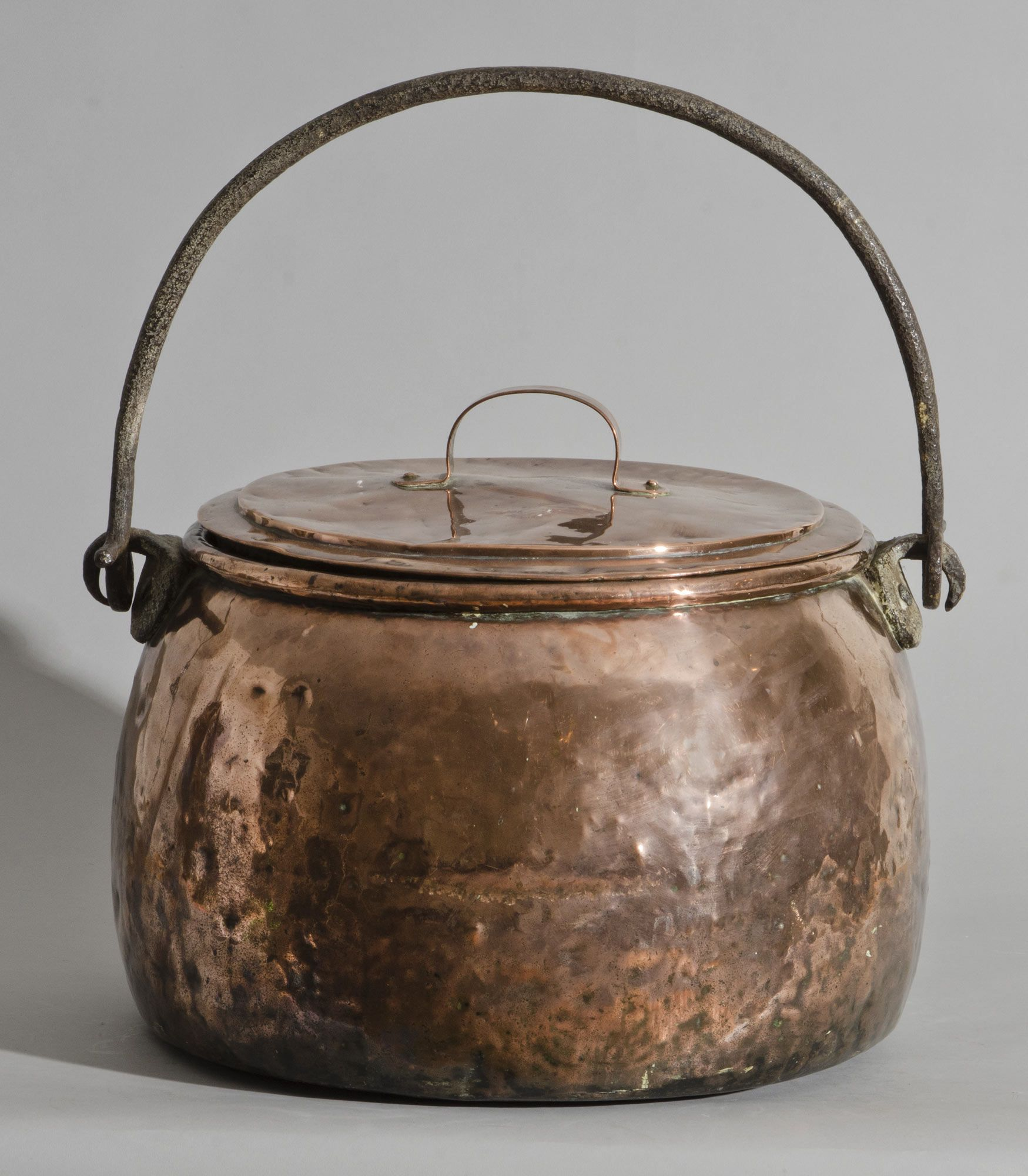 Large English Antique Copper Pot, Circa 1810 hand-hammered