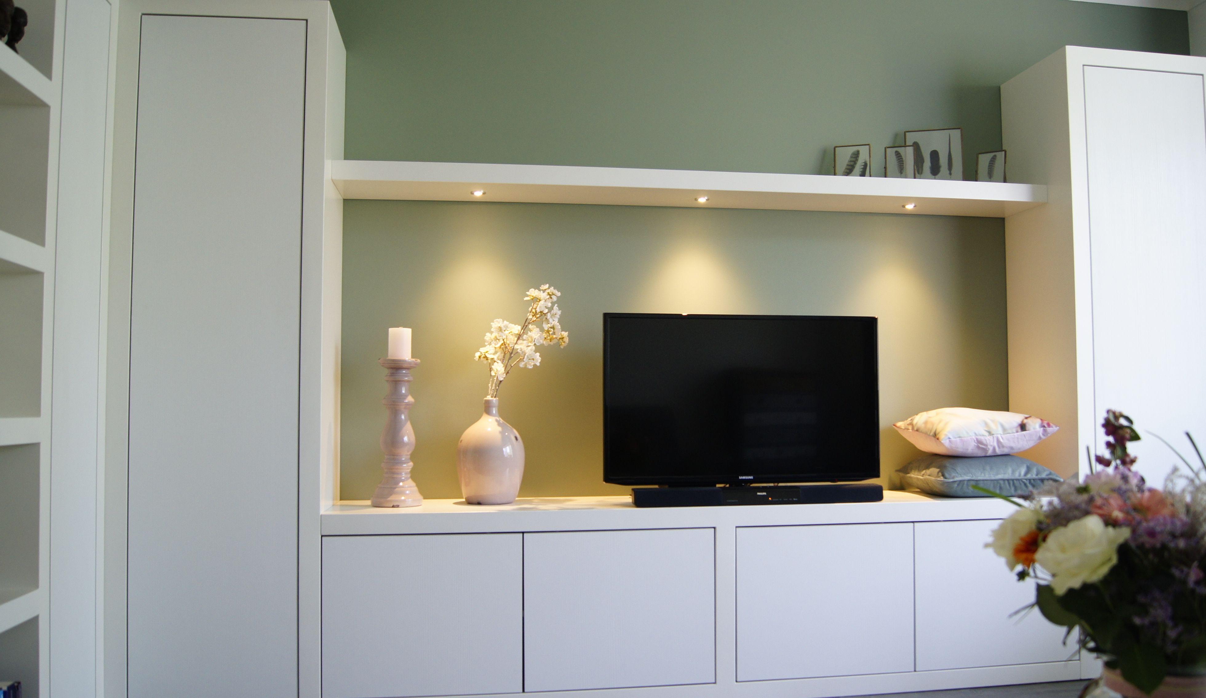 Maatwerk kast of TV meubel, hoe u het ook noemen wil. De kast ...
