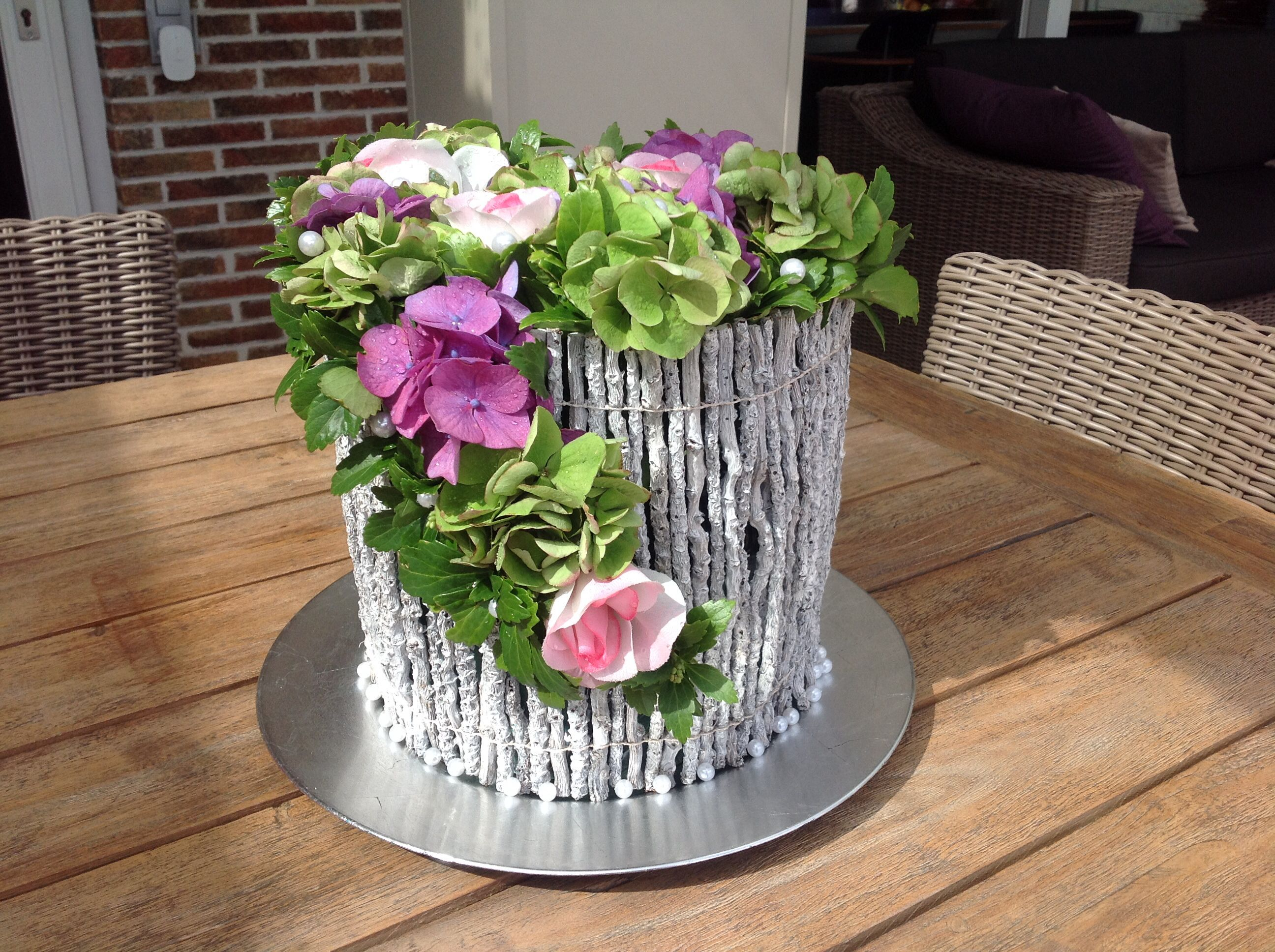 Diy Met Takken : Bloemstuk met witte takken en hortensia dekorácie pinterest