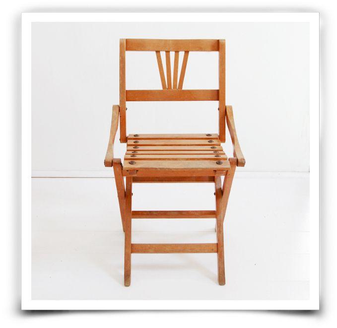 chaise pliante en bois pour enfant ann es 40 tr s jolie petite chaise ancienne lattes et en. Black Bedroom Furniture Sets. Home Design Ideas