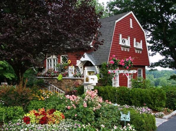 298 Lighthouse Ave Staten Island Ny 10306 Mls 10389000 Zillow Storybook Cottage Cottage Staten Island New York