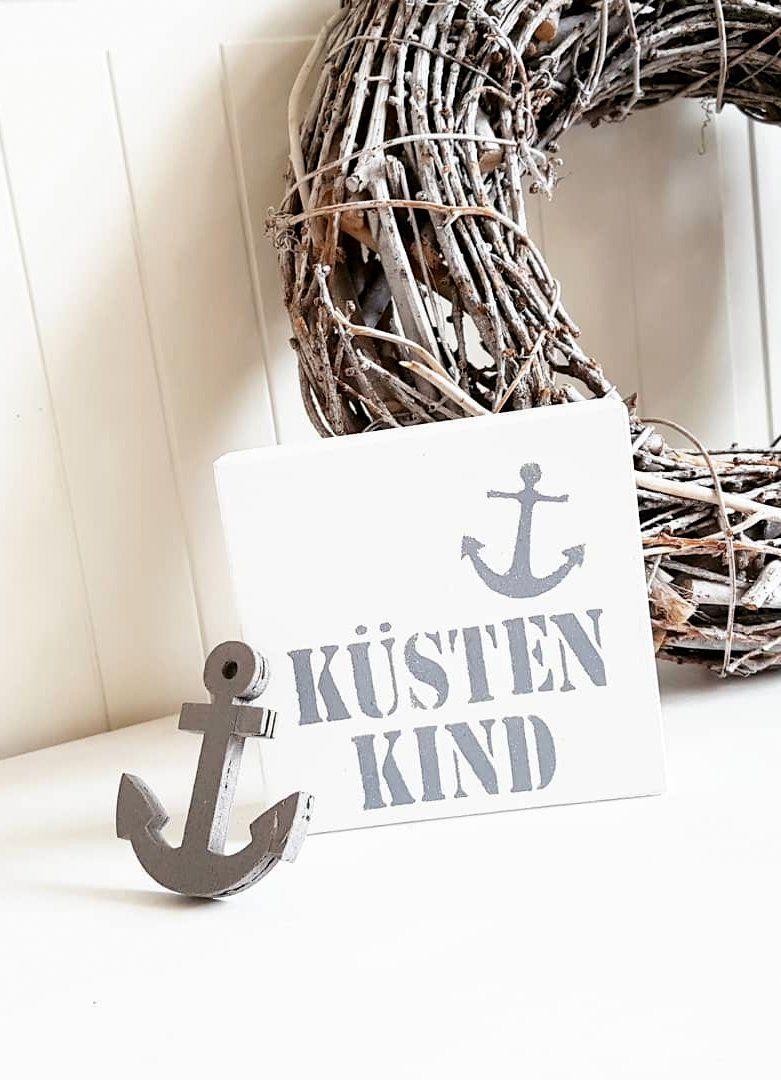 Holzschild Kustenkind Mini Handmade Weiss Dunkelgrau Mit Anker Etsy Holzschilder Diy Holzschilder Betonblock Garten