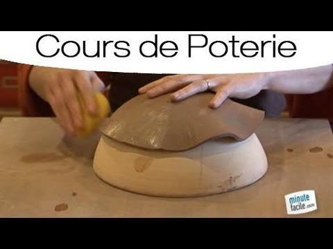 Faire de la Poterie : comment faire une assiette en plaque en terre - YouTube