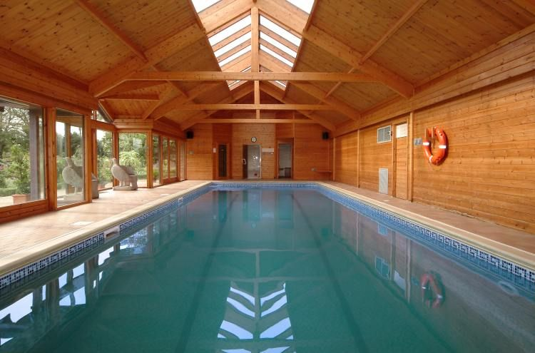 Swimming pool indoor swimming pool complex withsteam for Swimming pool room ideas