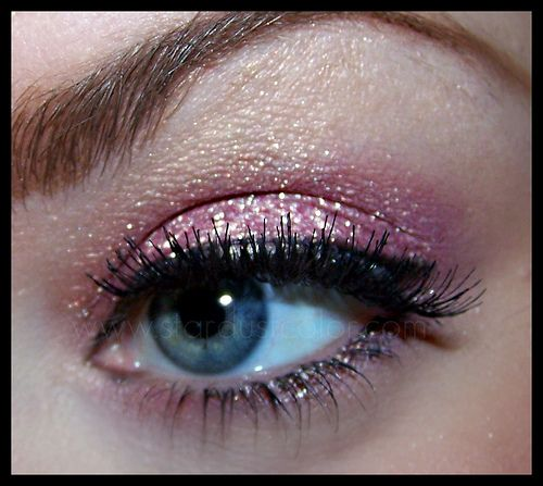 Party Look Try Putting A Cream Shadow Down First In The Same Color Then Dab On Some Eyelash Glue To The Movable Lid Then Sparkly Eyes Cream Shadows Eye Makeup Let me see ya touch the ground! pinterest