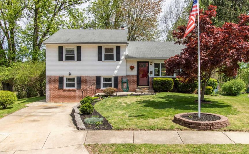 A home for sale at 9 Elm Cir Broomall, PA 19008 in