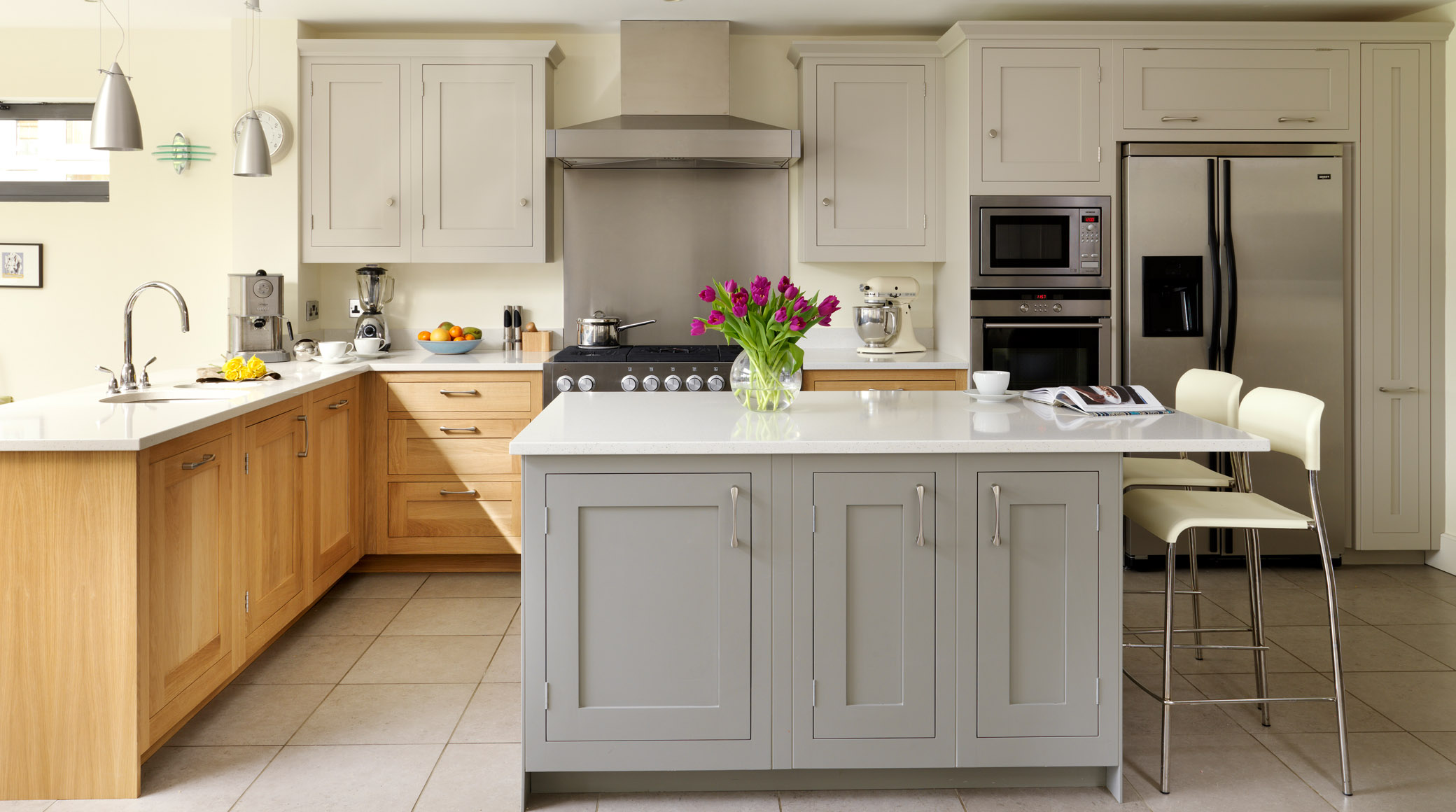 Oak painted shaker kitchen gallery kitchen pinterest for Are painted kitchen cabinets in style