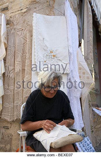 old grey haired widow sewing traditional lace hand made outside the family shop in pano lefkara republic of cyprus - Stockbild