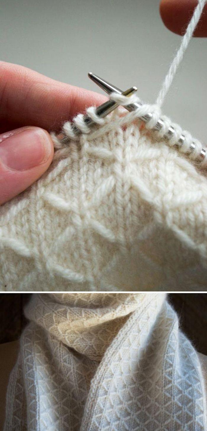 Häkeln Sie Herringbone Stitch (Woodland Heather Crochet Blanket) - YouTube-   H... - Stricken ist so einfach wie 1, 2, 3 Das Stricken läuft auf drei wesentliche Fertigkeiten hinaus. Dies sind die Besetzung, die Strickmasche und die Besetzung. Diese drei Techniken bilden das Rückgrat des Strickens. Meistere sie und du bist offiziell ein Stricker. So einfach ist das!   1 CAST ON Das Abenteuer beginnt! Verwandle loses Garn in ordentliche Maschen. Strickstich Illustration 2 STRICKSTICH Diese einfac #kleinerbalkon