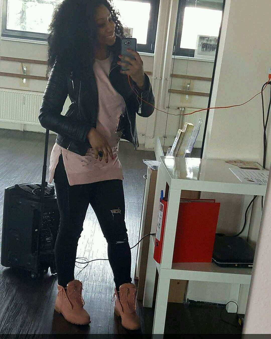 "Shisha Dancehall Queen (@dhqshisha) sur Instagram: ""Work work 4h workshop.."""