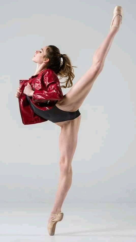 Pin By R0g3r10 On Ballerina Dance Photography Dancers Pose Female Dancers