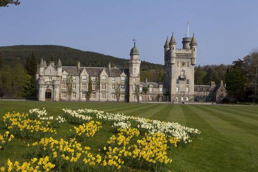 Balmoralin linna Skotlannissa on kuninkaallisten rakastama kesäpaikka - ja myös suosittu turistikohde.