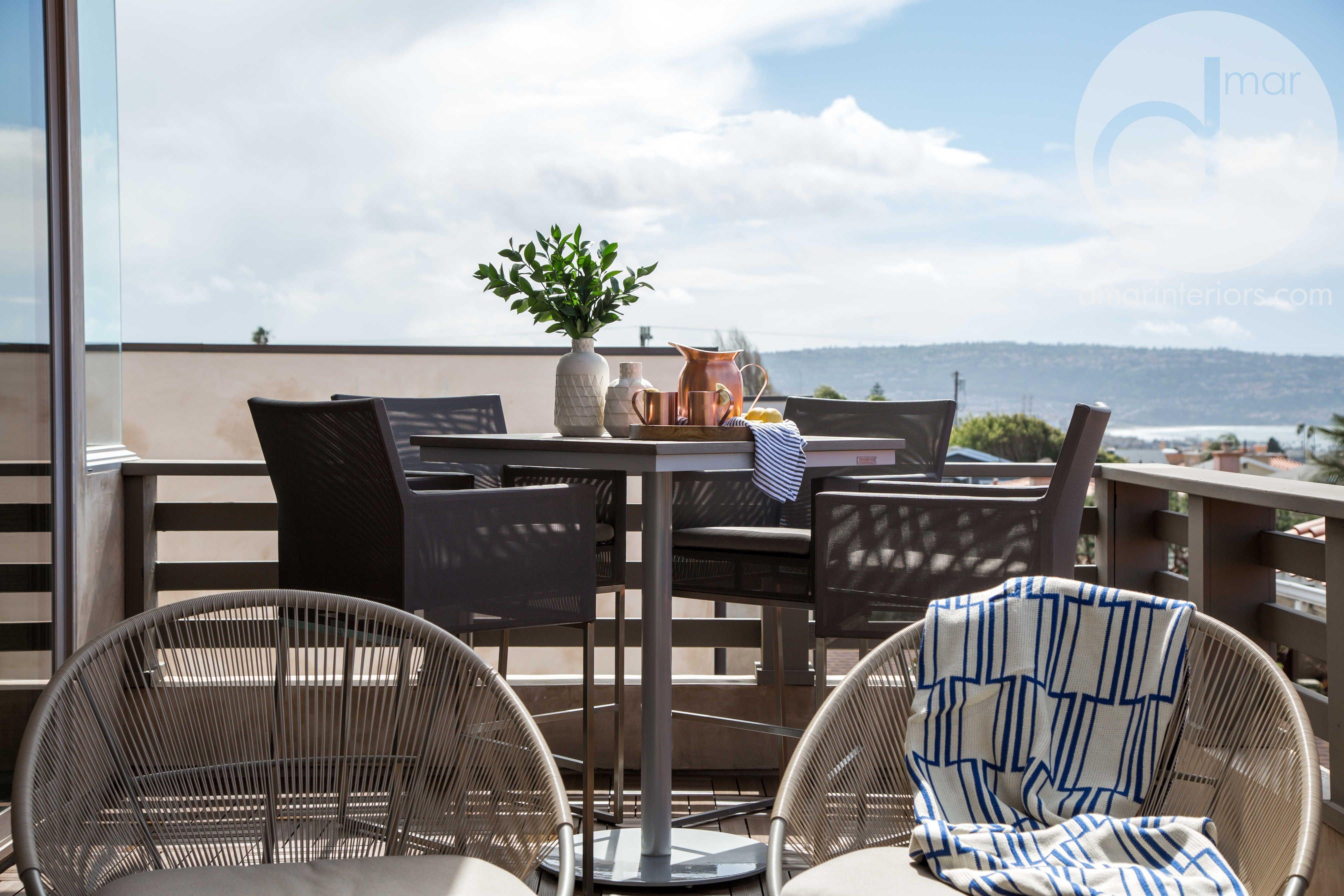 Tavoli Alti Fai Da Te : Outdoor living space modern lounge chairs high top table bar