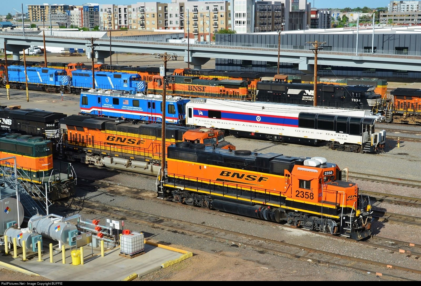 Railpicturesnet photo bnsf bnsf railway emd gp at denver