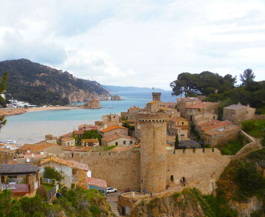 how far is barcelona from tossa de mar