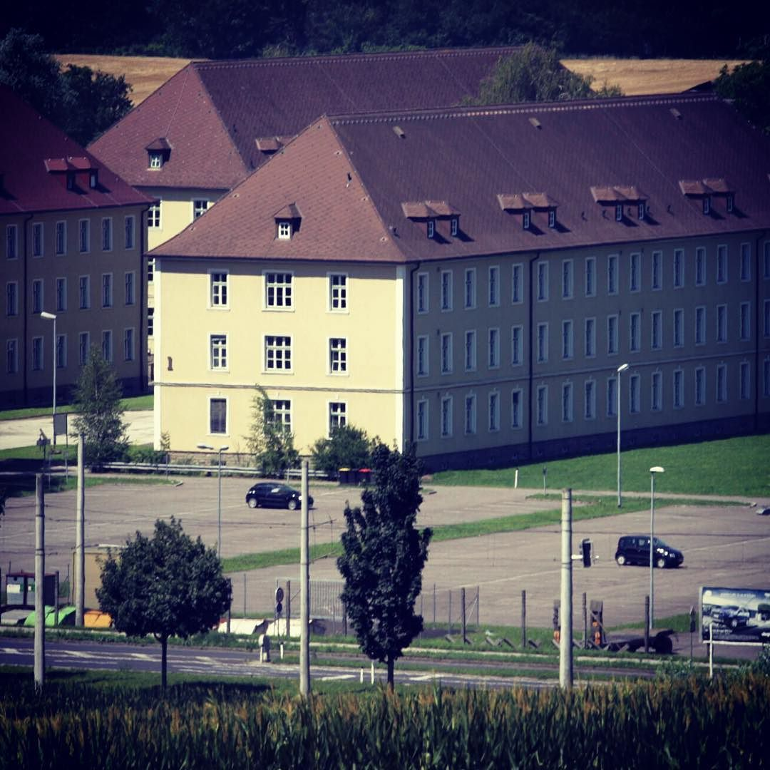 #hillerkaserne #linz #ebelsberg #xxxlutz #masterplan #bundesheer #kaserne #austria #heer #wohnen @lutz.at #erstbezug #livingroom #living #lowcost #lnz #diebestenbilderderstadt