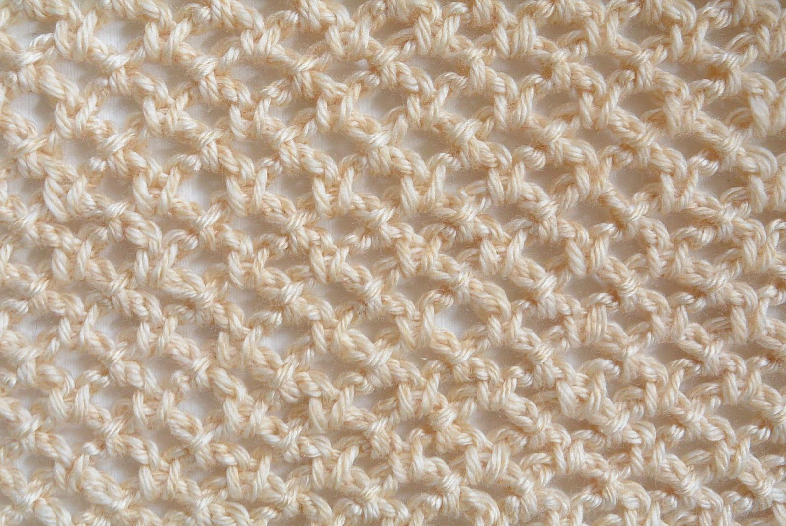 How To Crochet An Easy Mesh Stitch | Crochet, Patterns and Crochet ...