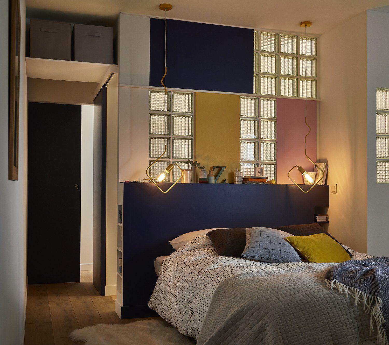 Un Dressing En Angle Pour Optimiser Le Rangement Et L Espace Leroy Merlin Chambres Parentales Chambre Parentale Bleue Chambre Sans Fenetre