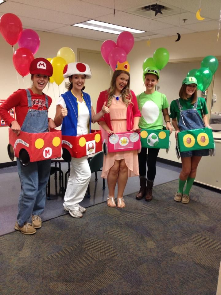Mario kart costume perfectly done by graduate school students idea for program ideas for - Idee deguisement groupe ...