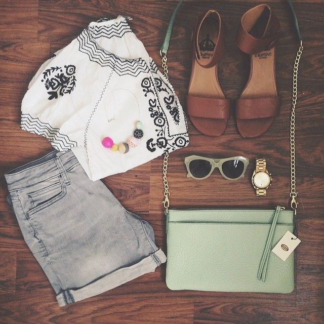 @Jen Lula-Richardson packing list for the beach includes the #Fossil Sydney Top Zip in Mint. #fossilstyle