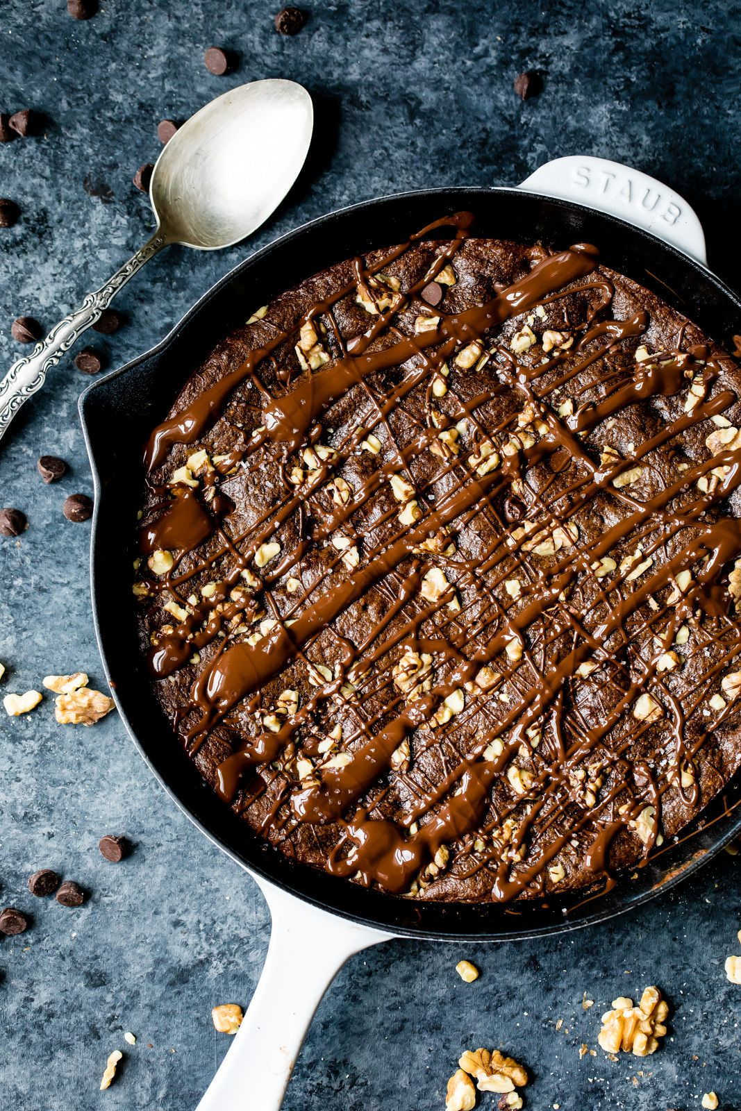 AMAZING skillet brownies made without grains, gluten or dairy. These super fudgy walnut brownies ta