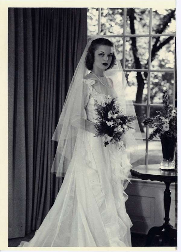 1940s Wedding Dresses | 1940s Wedding Dresses: Gowns, Trends ...