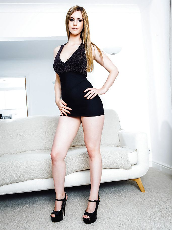 Stella Cox Nude Photos 10