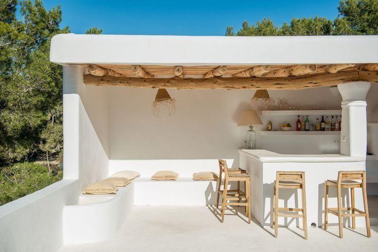 Epingle Par Kirsty Bourdillon Sur Cuisine De Jardin Pieces A Vivre Dans Le Jardin Maisons Mediterraneennes Piscine Maison