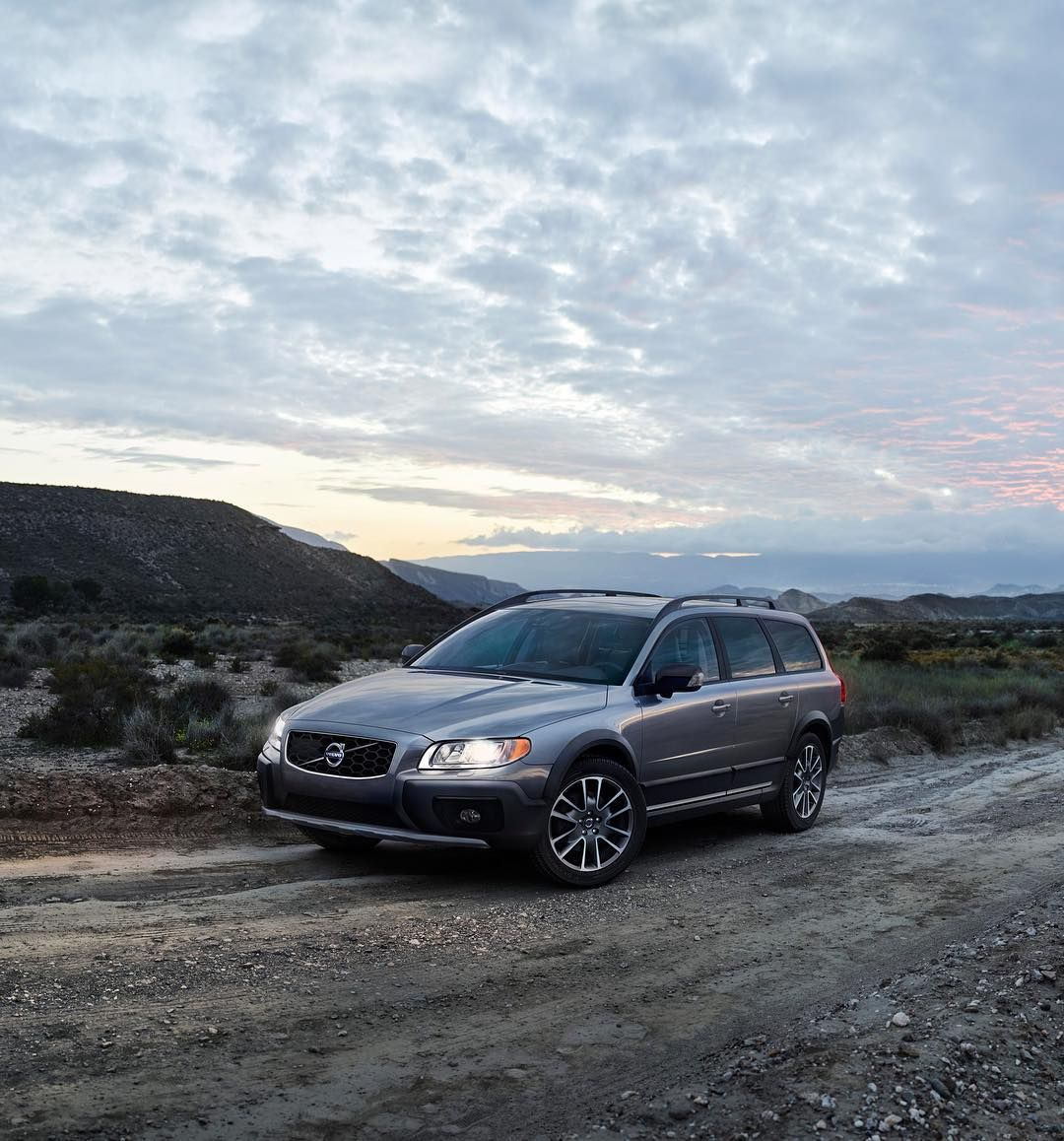 Now You Can Go Wherever Your Heart Desires And Delight Your Senses Along The Way In The Special Edition Volvo Xc70classic Celebra Volvo Volvo Cars Volvo Suv