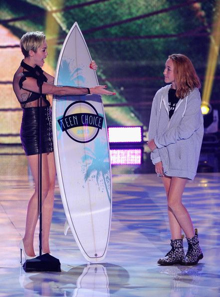 noah cyrus 2013 | Miley Cyrus and Noah Cyrus Photo - Inside the 2013 Teen Choice Awards