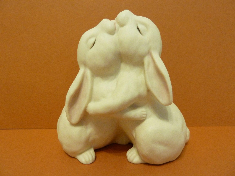 Homco hugging bunny figurine circa 1990 made in