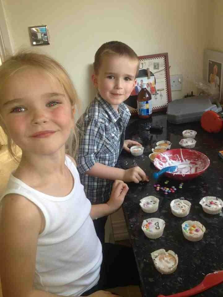 Kids making cakes with aunty jade :-)