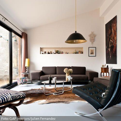 Schmale Wohnung Einrichten Weise Asthetik Mit Rustikalem Beigeschmack | Wohnzimmer In Braun Und Weiss Mit Barcelona Chair Roomido Com