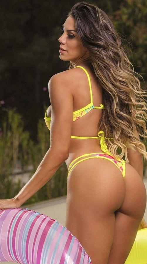 Ass kissing women bikini