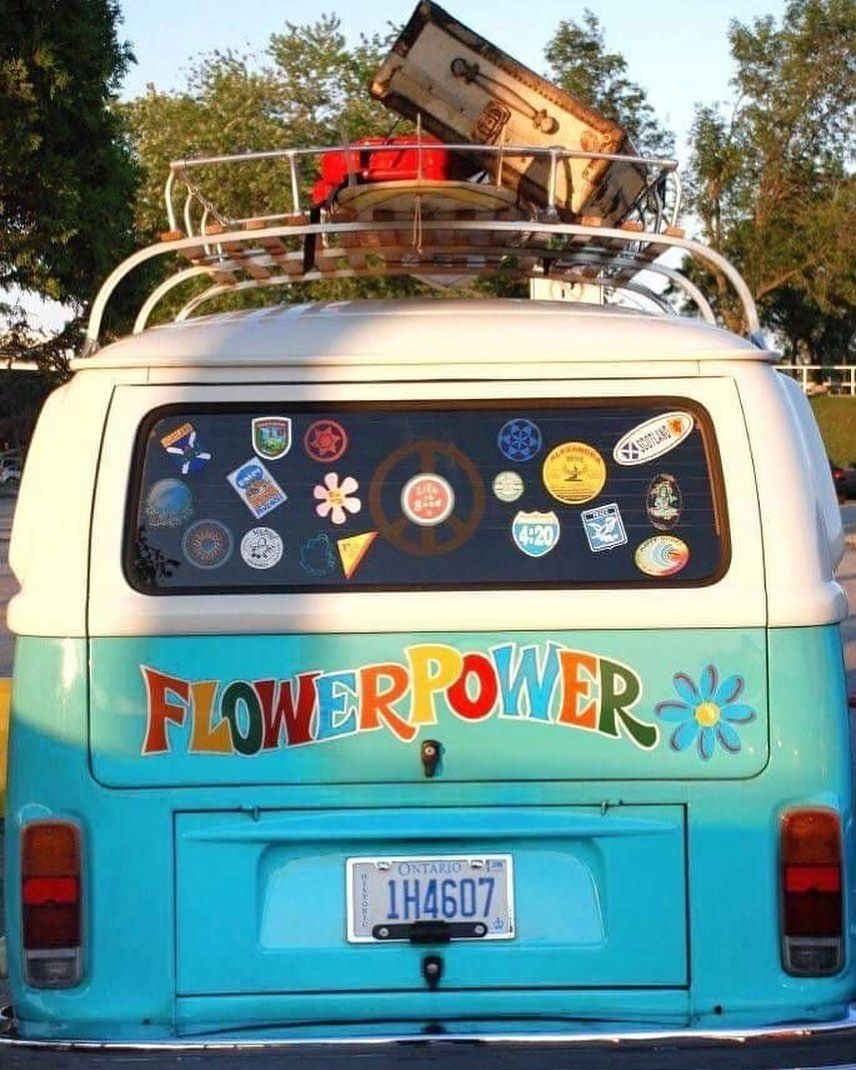 """Hippy Movement 🚌✌️❤️ on Instagram: """"Flower power 🌺 🌸 ❤️ ✌️ 🌱 🌎 🚌 🧘♀️ Credits: don't know tell me  #flowerpower #flowerpower🌸 #hippie #hippiestyle #hippievibes #hippiegirl…"""""""