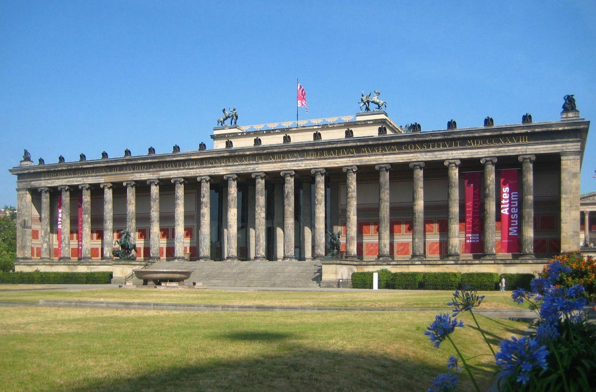 Pin Von Eiserner Engel Auf Altes Museum Berlin Erbaut 1823 1829 Von Schinkel Altes Museum Friedrich Und Architektur