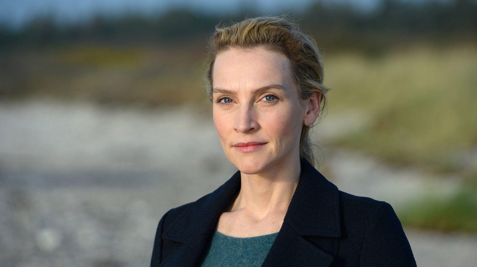 Nord Bei Nordwest Das Ist Die Neue Kommissarin In Schwanitz Schone Weihnachtsfilme Lustige Komodien Verbrecher