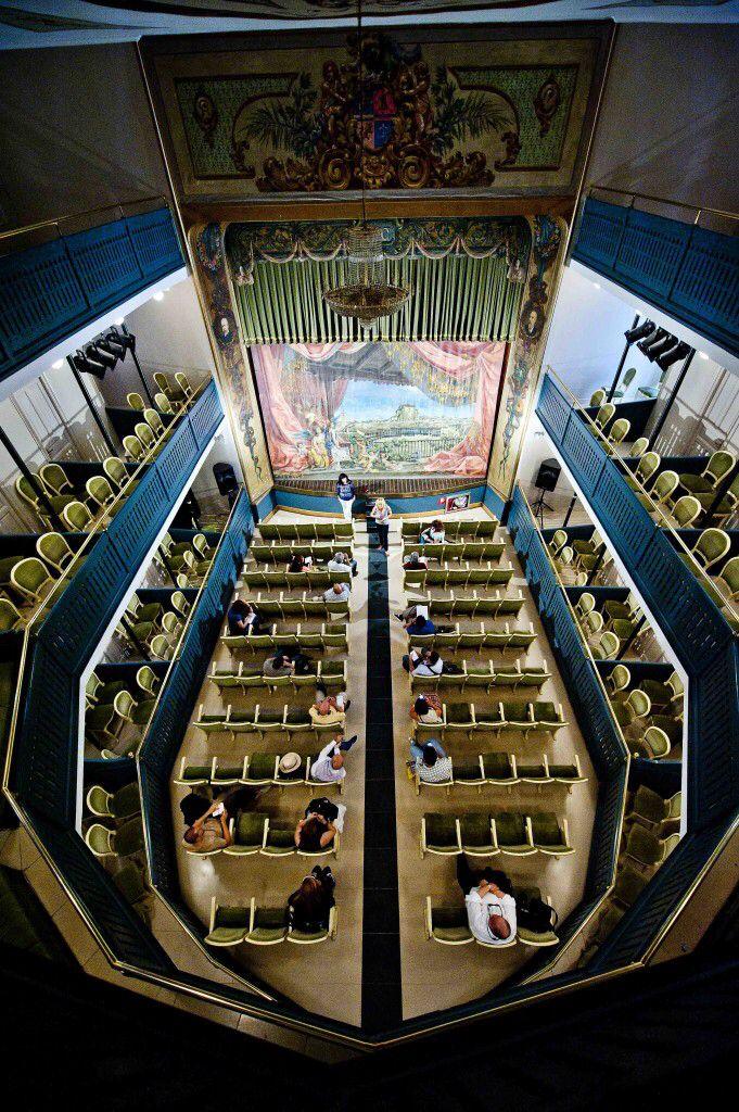 Teatro Lope de Vega... pasado y presente. Seguro que tienes algo que contarnos. Participa en nuestro Concurso de Relatos. Más información en las Bases aquí http://bit.ly/1ancpHk Fotos: RTVE y www.comoencasaencualquierlado.com
