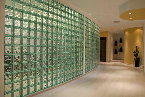 Glazen blokken zijn (meestal) vierkante bouwstenen van glas. Ze ...