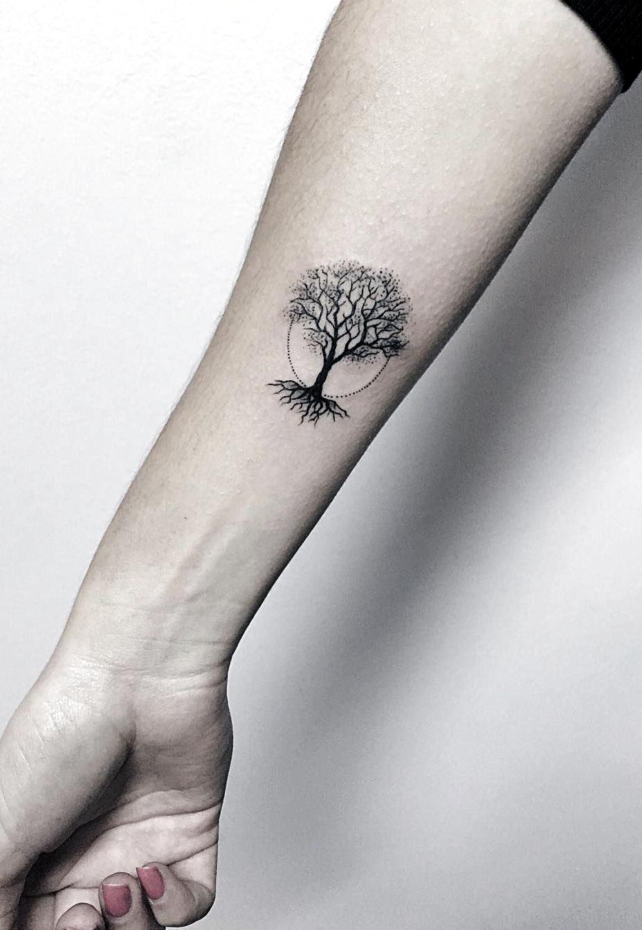 minimalist tree tattoo © tattoo artist Serge Tattooer 💓💓💓💓💓💓