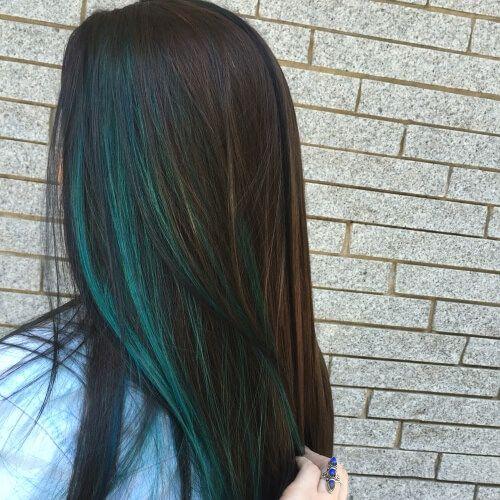 50 Peekaboo Highlights Ideen Mode Haar Style In 2020 Dark Hair With Highlights Hidden Hair Color Peekaboo Hair