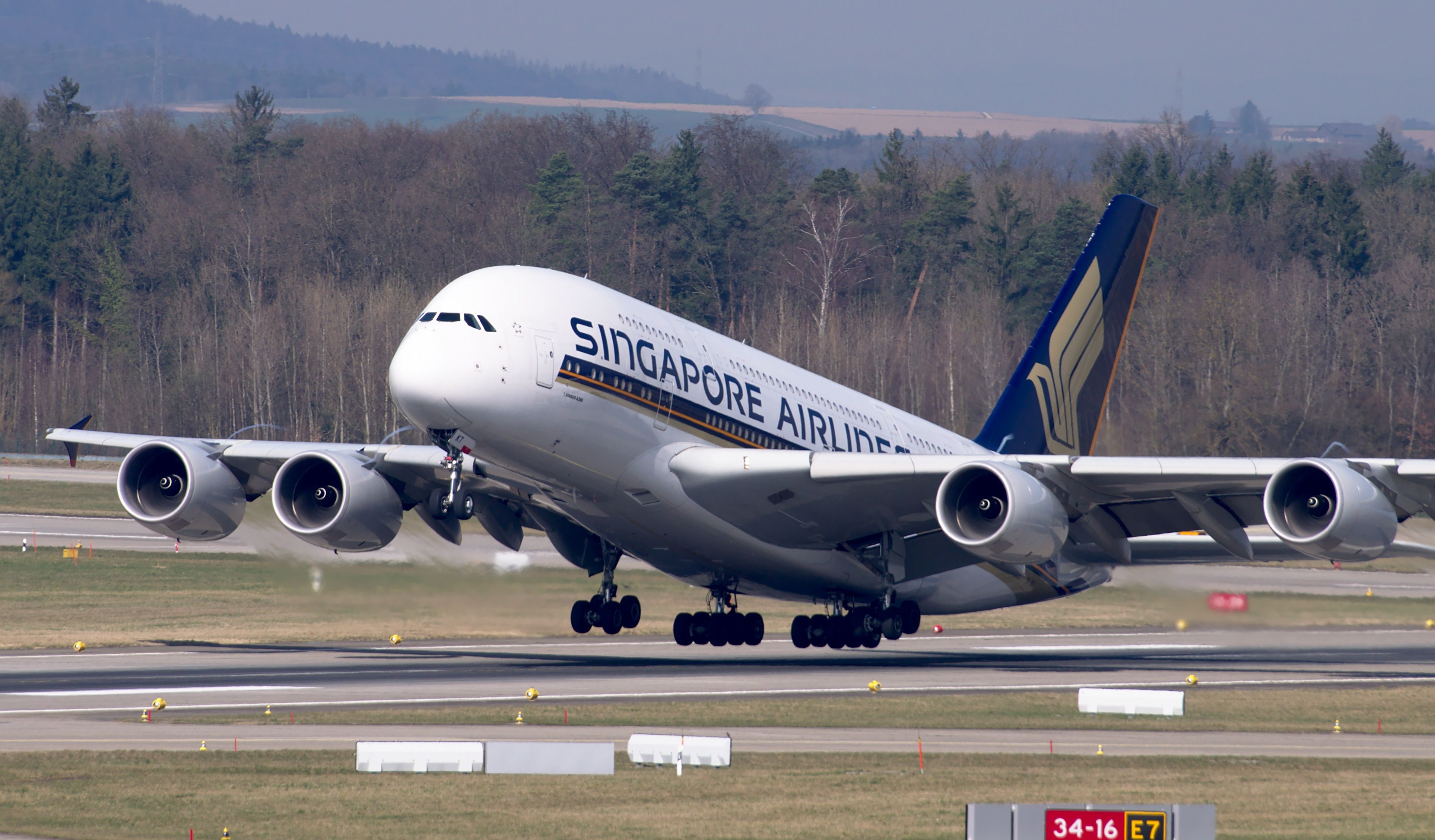Flugzeuge Singapore airlines, Airline cabin crew, Cabin