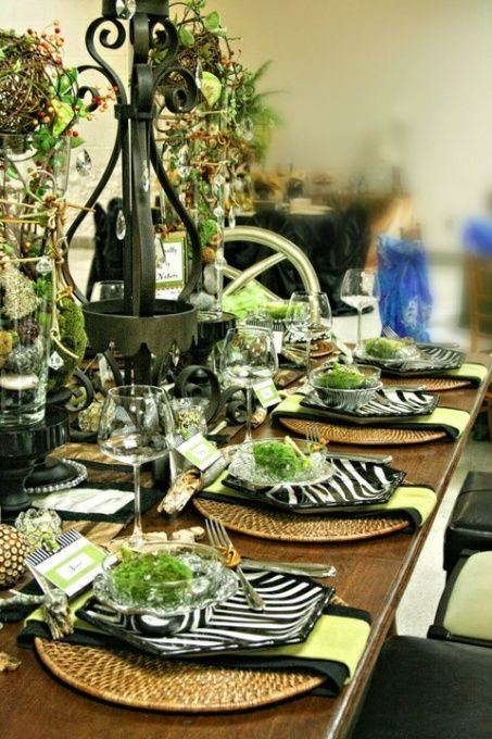 Gorgeous green, black and white tablescape | Decoração Mesa ...