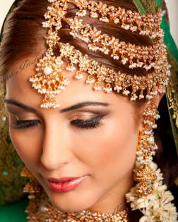 A jumar tika is a gold chain women wear on their forehead Malala