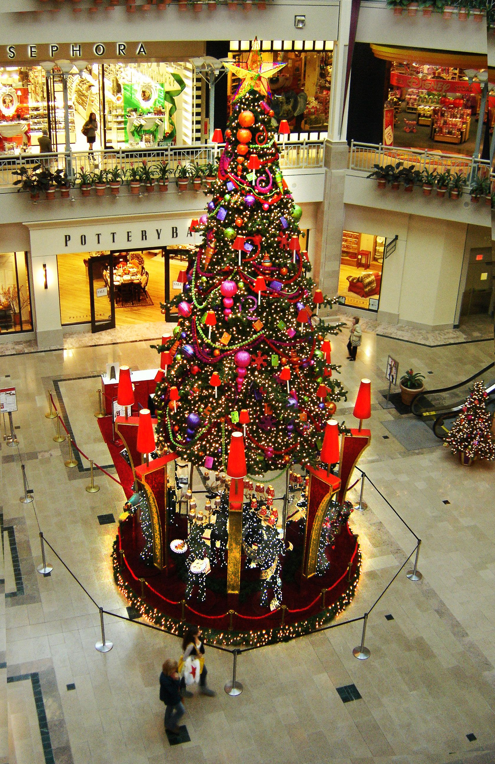 Bridgewater Commons Christmas Tree Holiday Decorations Designed Manufactured And Installe Xmas Decorations Christmas Decorations Commercial Holiday Decor